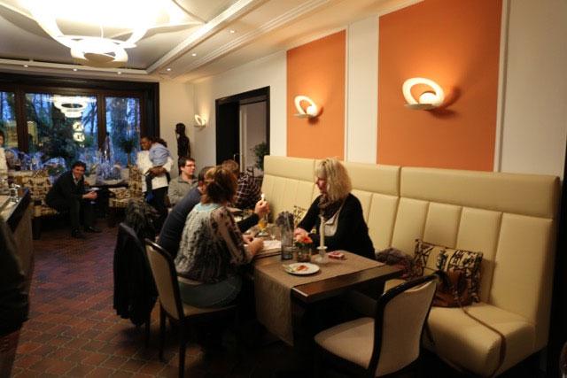 wir sind schermbeck eine gastronomie zwei welten deutsche und afrikanische k che im. Black Bedroom Furniture Sets. Home Design Ideas