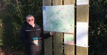 Erste neue Wegehinweisschilder im Naturpark Hohe Mark – Westmünsterland installiert.